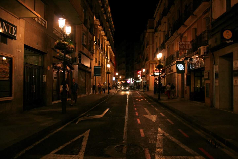 スペインの夜道です!綺麗!危ない!
